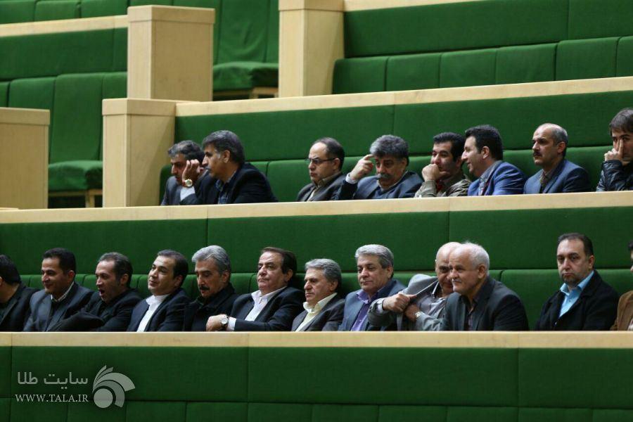 حضور رؤسای اتحادیه های طلا و جواهر استان تهران در صحن علنی مجلس و دیدار با نمایندگان