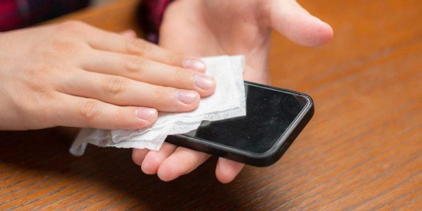 نحوه ضدعفونی کردن گوشی های آیفون/کدام مواد برای ضدعفونی کردن خانه خطرناک  هستند؟