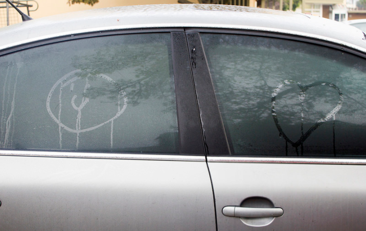 کیسه های ژل سیلیکا قدرت جذب رطوبت بالایی دارند. در جذب رطوبت داخل خودرو بسیار کارایی دارند