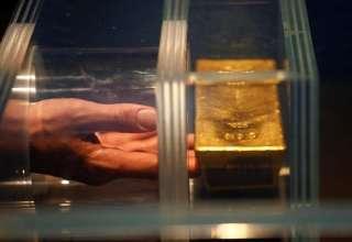 تقویت ارزش دلار و شاخص سهام موجب کاهش قیمت جهانی طلا شد