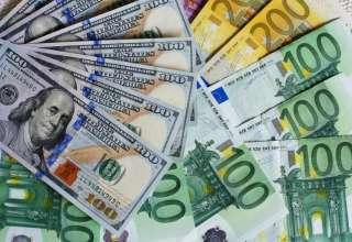 کاهش 100 تومانی نرخ دلار و یورو در صرافی ملی/کاهش قیمت ۳۵ ارز بانکی