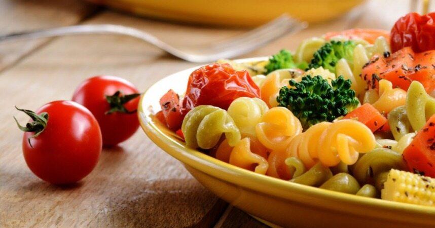 خوردنیهایی که به زیبایی و تناسب اندامتان کمک میکنند