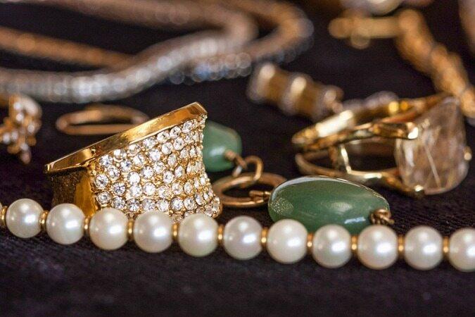 طلا از قله هفت ساله پایین آمد/ افزایش قیمت طلا فروکش کرد