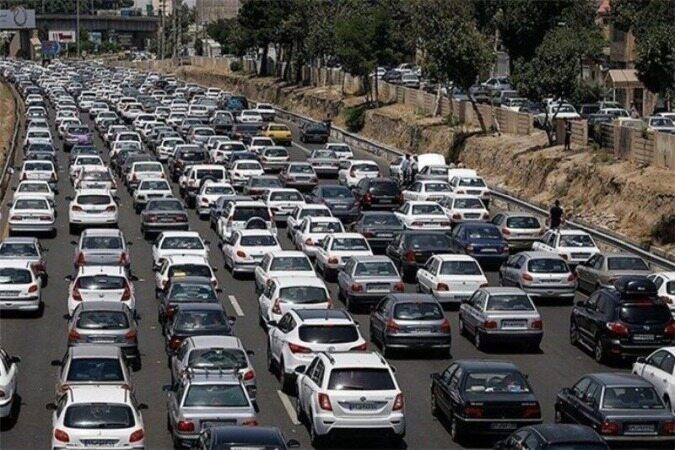 باران شدید از یکشنبه شب در تهران/ادامه ترافیک سنگین در 5 محور خروجی تهران/ برف و باران در جادههای 14 استان