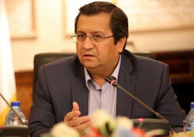 همتی: صادرکنندگان حداقل ۷۰ درصد ارز حاصل از صادرات خود را به کشور بازگردانند