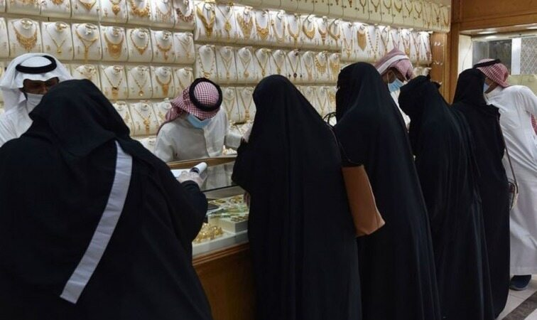 هجوم زنان عربستانی برای خرید طلا+ عکس