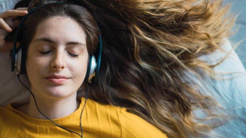 گوش دادن به این آهنگ ها می تواند در هر شرایطی حالتان را خوب کند