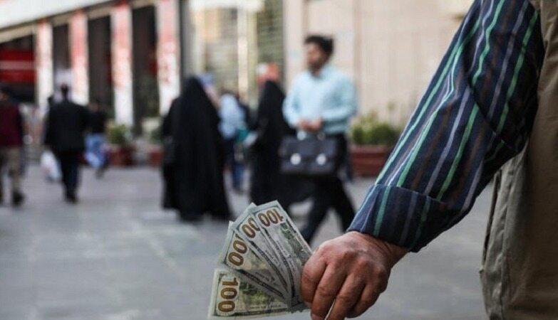 چرا بازار ارز دچار التهاب شده است؟