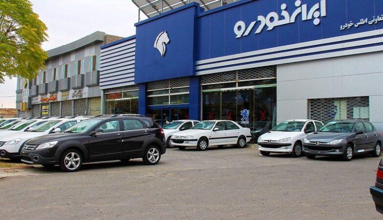 تجمع متقاضیان خرید خودرو مقابل وزارت صنعت/ افرادی که به اشتباه برنده قرعهکشی اعلام شدند