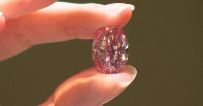حراج الماس فوق العاده کمیاب به قیمت ۳۸ میلیون دلار