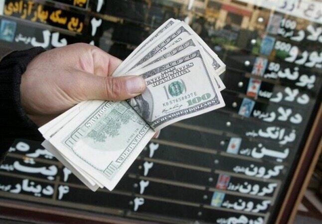 صرافیها: خریدار نیست؛ همه فروشندهاند/ ۶ دلیل ریزش ۴ هزار تومانی قیمت دلار