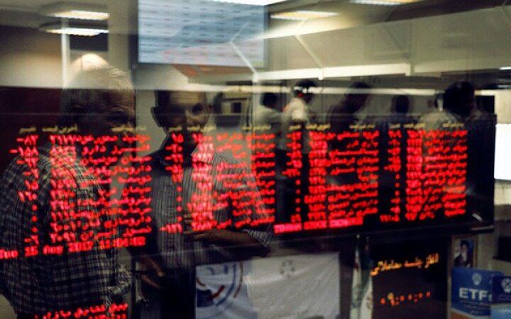 تجمع اعتراضی سهامداران مقابل سازمان بورس