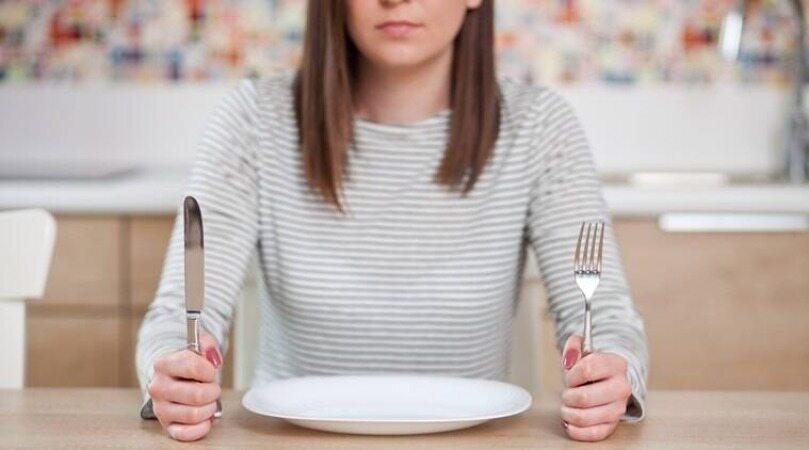 5 روشی که از پرخوری شما جلوگیری می کند و اشتهای شما را کور می کند
