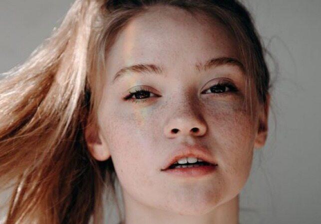 موهای تان را اینگونه بببندید تا شبیه دخترتان زیبا و جوان بنظر برسید