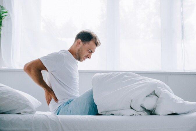 چگونه بخوابیم تا کمر دردمان کاهش پیدا کند؟