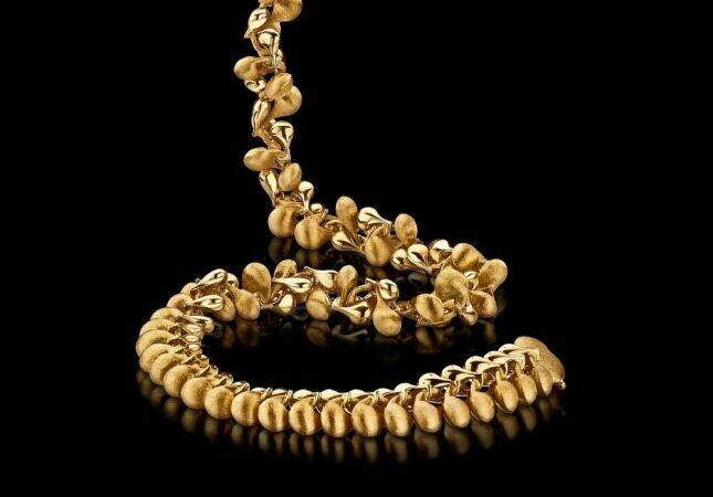 بانوان با لباسهای مشکی علاقه به استفاده از زیورآلات به ویژه طلا دارند