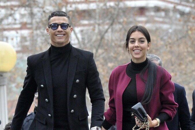 با دیدن جواهرات فوق العاده زیبای کریستیانو رونالدو و نامزدش متعجب شوید