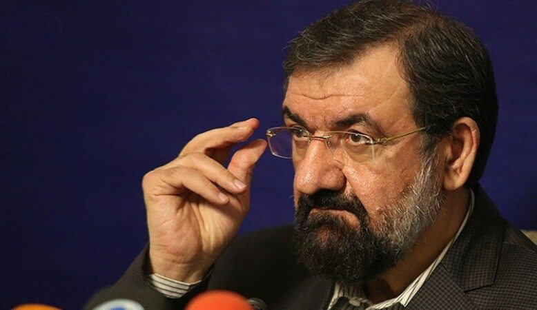 محسن رضایی: یک مسلمان، پنبه از گوش رئیسجمهور درآورد!