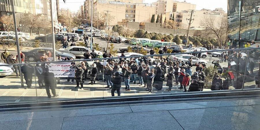 تجمع اعتراضی مالباختگان بورس در سه کلان شهر