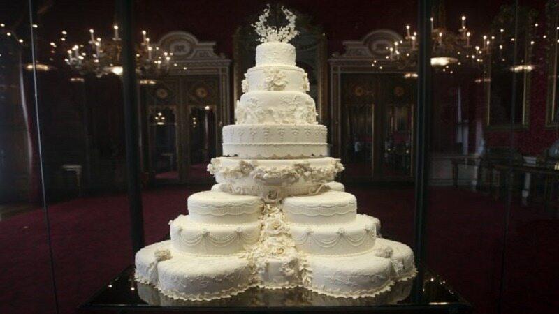 کیکهای فوق العاده گران با اشکالی عجیب