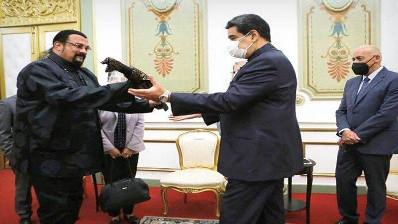 هدایای عجیب سیاستمداران به یکدیگر؛ از بیمهنامه کروکودیل تا چربی غاز! + تصاویر