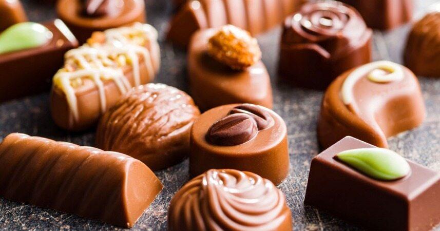 خوردن شیرینی و شکلات زیاد چه کاری با بدن شما می کند؟