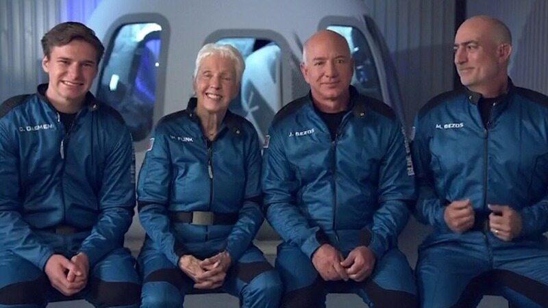 جف بزوس و همراهانش در پروازی تاریخی به لبه فضا رفتند