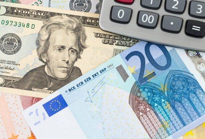 نوسان قیمت دلار و یورو در بازارهای مختلف 9 مرداد 1400