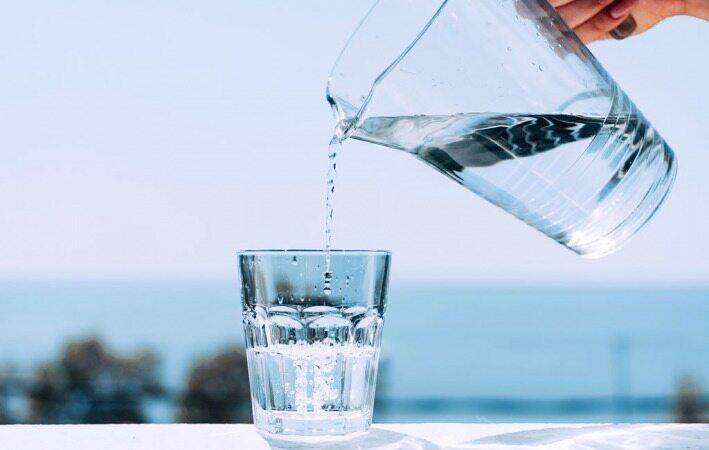زمان هایی که خوردن آب می تواند برای شما خطرناک باشد