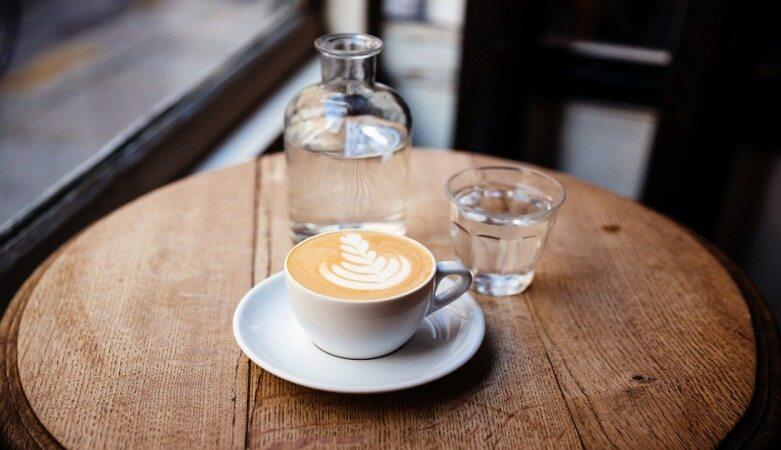 چرا همیشه باید بعد از خوردن قهوه آب بخورید؟