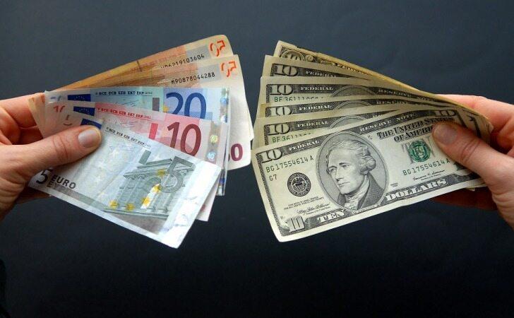 نوسان قیمت دلار و یورو در بازارهای مختلف 24 شهریور