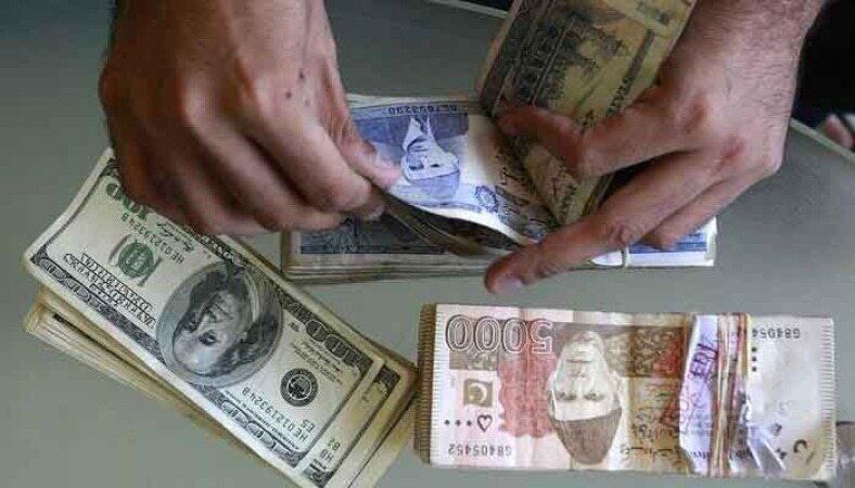 سقوط روپیه پاکستان در برابر دلار به پایینترین سطح در تاریخ این کشور