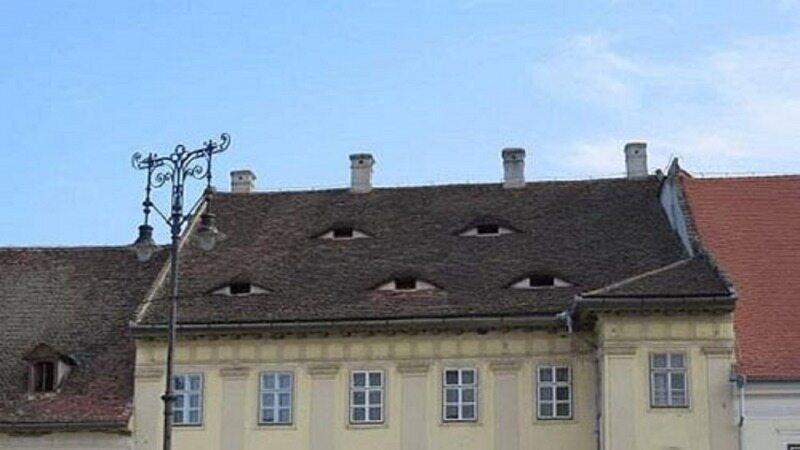 شهری عجیب که خانههایش چشم دارند!
