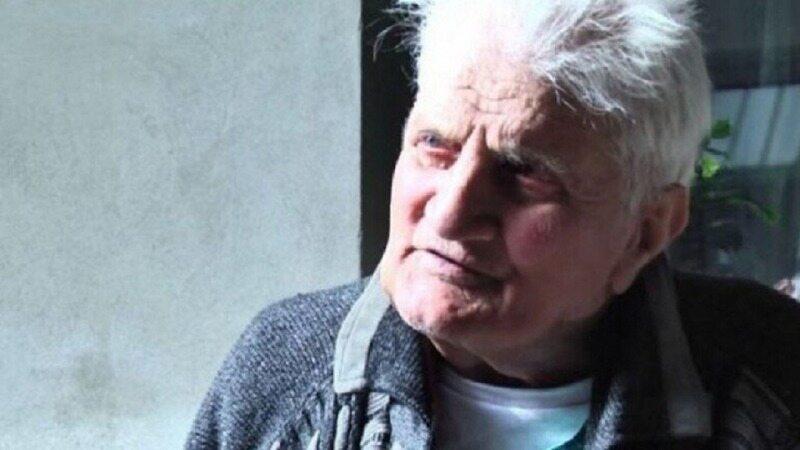 پیرمردی که پس از ۳۰ سال با لباسهای قدیمیاش به خانه برگشت